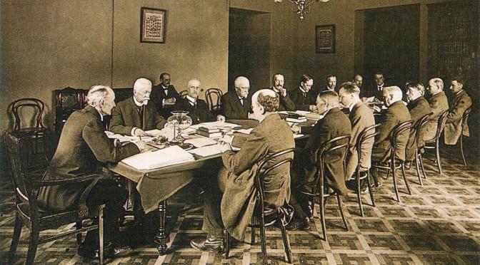 Vanha kokouskuva Perustuslakivaliokunta_1918
